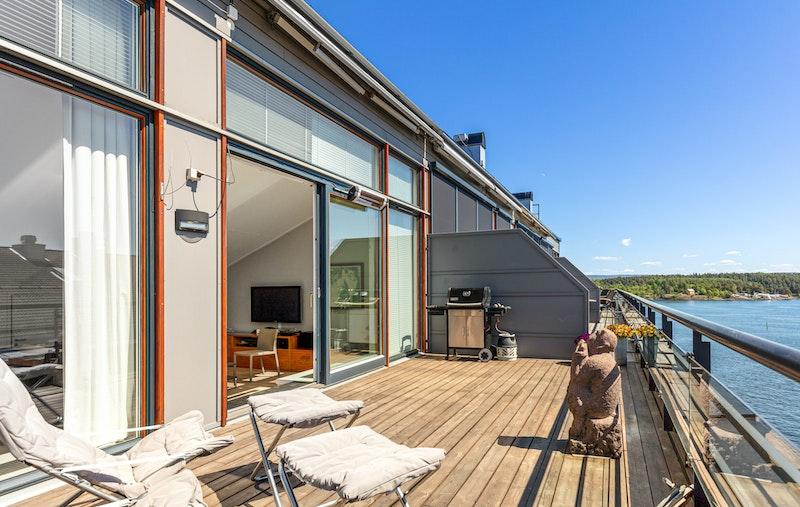 Terrassen er på ca. 26 m2 - har fantastiske solforhold
