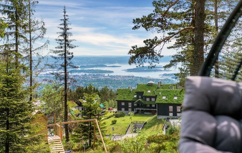 Velkommen til vakre Voksenkollen - et perfekt sted for alle som setter pris på nærhet til marka, frisk luft og spektakulær utsikt