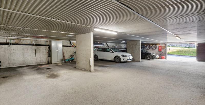 En garasjeplass i felles garasje med mulighet for å installere elbillader