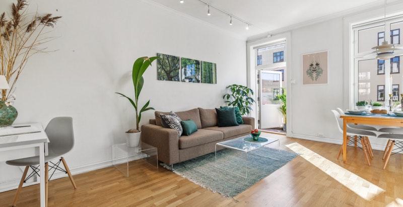 Store og nye vinduer som sørger for et lyst og åpent hjem