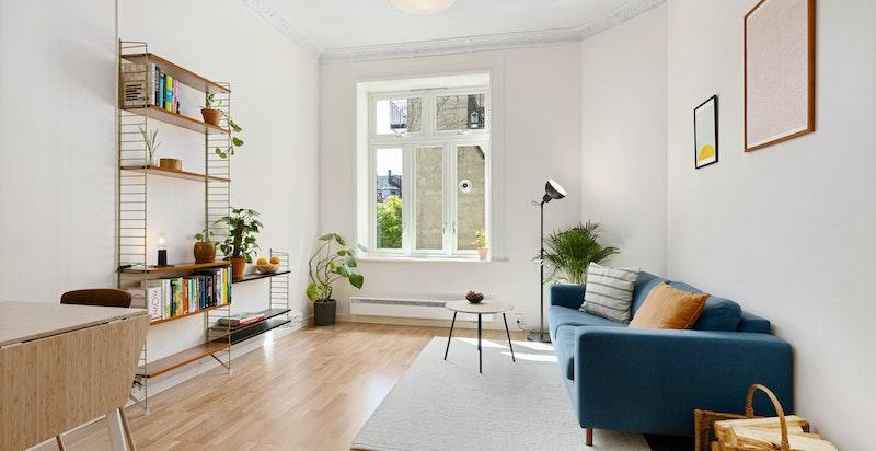 Luftig stue med god takhøyde på 3 meter