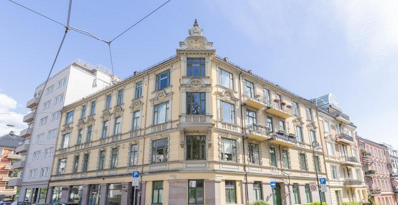 Fasaden - bildet tatt før fasaden ble kledd inn ifm rehabiliteringen.
