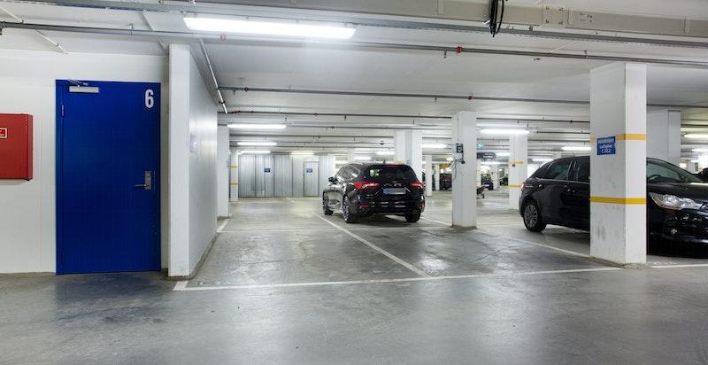 Garasjeplass medfølger. Direkte innvendig heisadkomst. Opplegg for elbil-lading