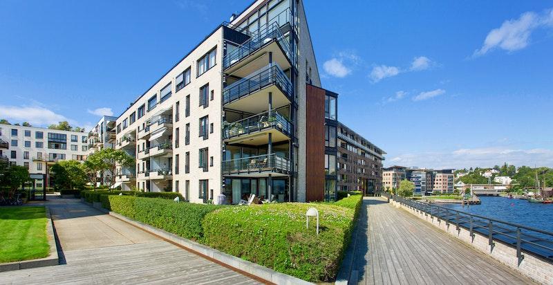 Fasade - Lysaker Brygge - her bor man med sjøen som nærmeste nabo