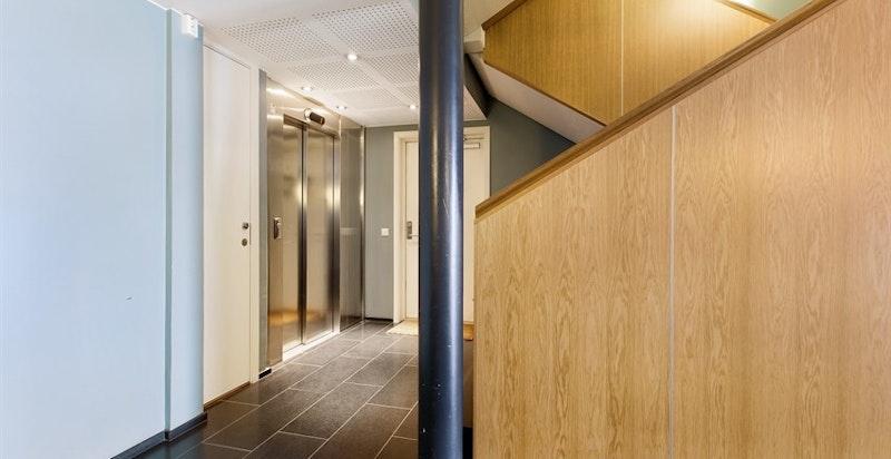 Personheis direkte til garasjeplan. Kun 2 leiligheter i 2. etasje i oppgang 6