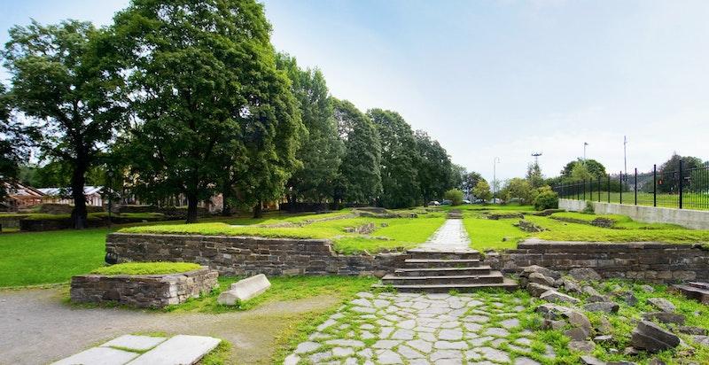 Middelalderparken ligger kun 3 minutter fra leiligheten. Parken er under rehabilitering og åpner på nytt i 2021