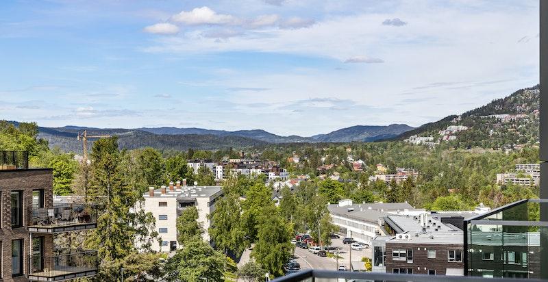 Utsikt fra vestvendt balkong mot Sørkedalen