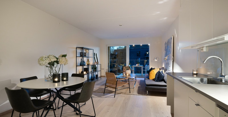 Romslig stue/kjøkken i åpen løsning, rommet er ca. 30 m2