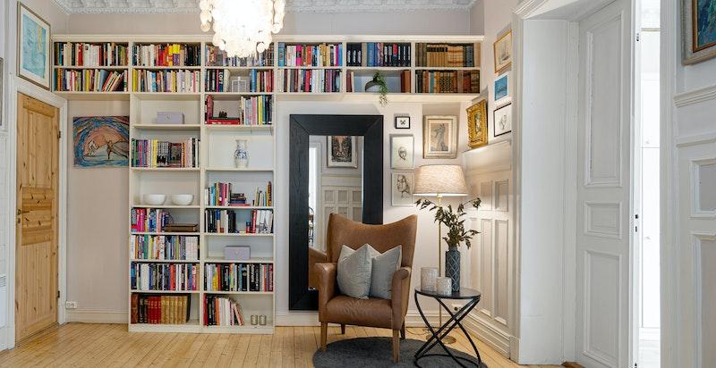Minibibliotek i hall