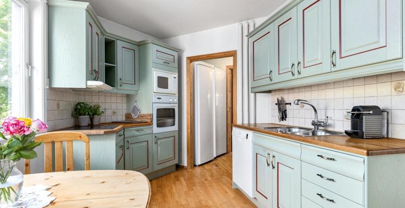 Kjøkkenet er utstyrt med det man trenger for å lage måltid til alle anledninger.