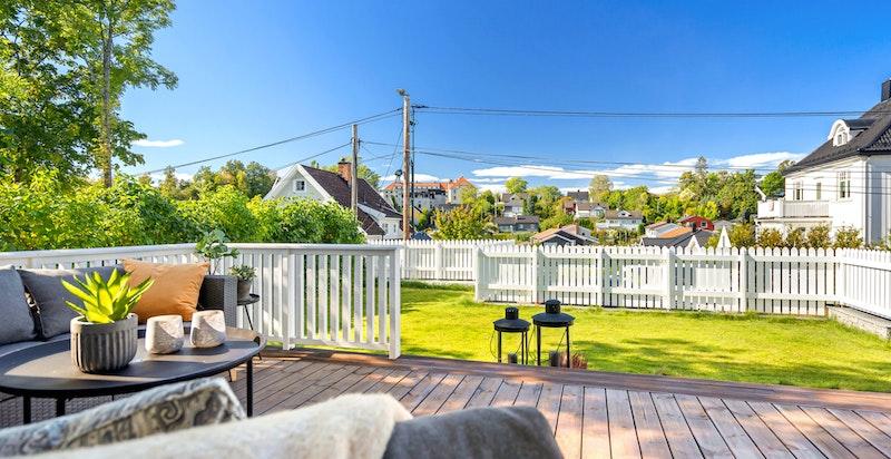 Vestvendt terrasse med gode solforhold