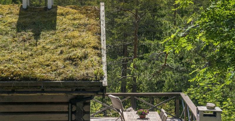 Terrasse rundt hytta