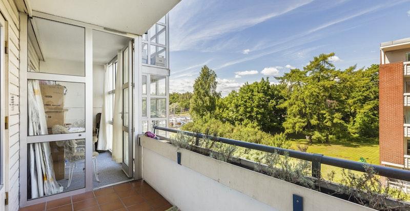 Romslig balkong på 6,5 kvm + 2,5 vinterhage