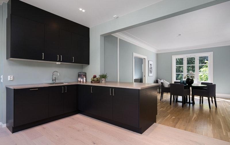 Ny kjøkkeninnredning fra Sigdal med kjøkkenøy