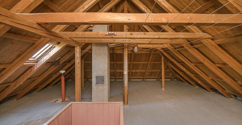 Rikelig med lagringsplass på loftet