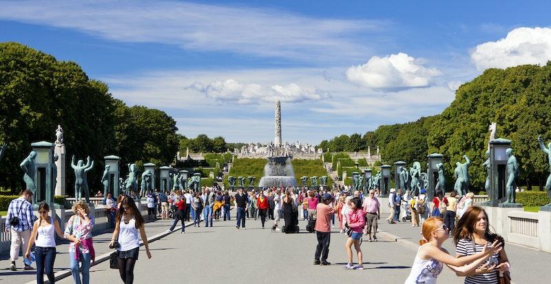 Kun 10 minutter fra boligen ligger populære Frognerparken med skulpturanlegget Vigelandsparken.