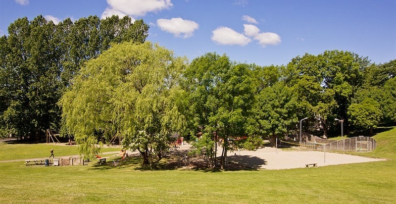 Flotte grøntområder på Marienlyst med minigolf, lekeplasser mv