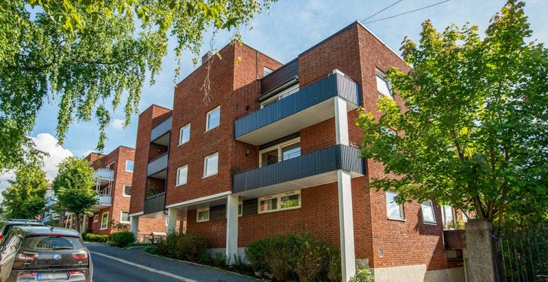 Hyggelig 2 - roms med terrasse på ca. 10 kvm og 1 garasjeplass - Heis