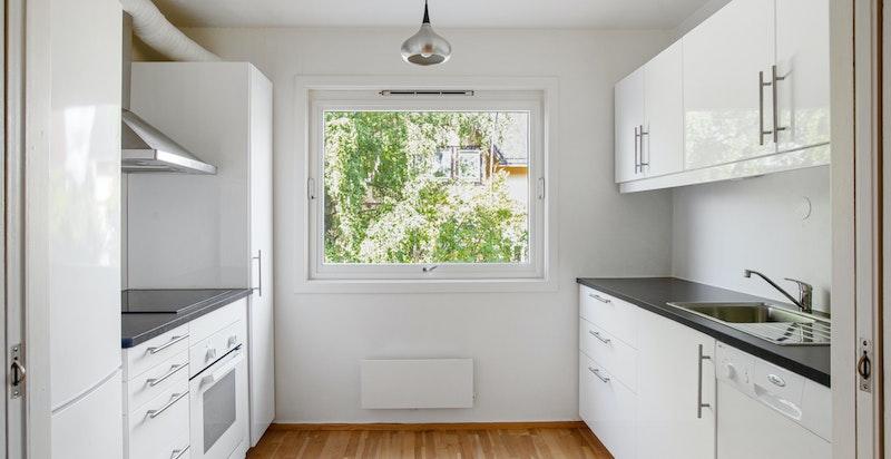 Hyggelig kjøkken - åpent mot stuen