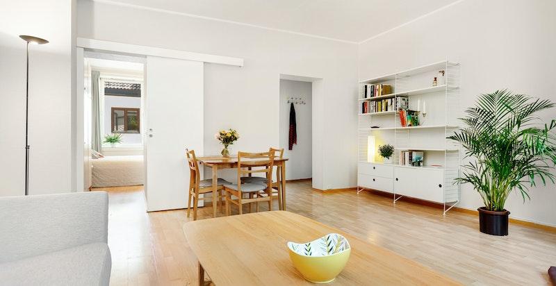God plass til å innrede med både sofa og spisebord.
