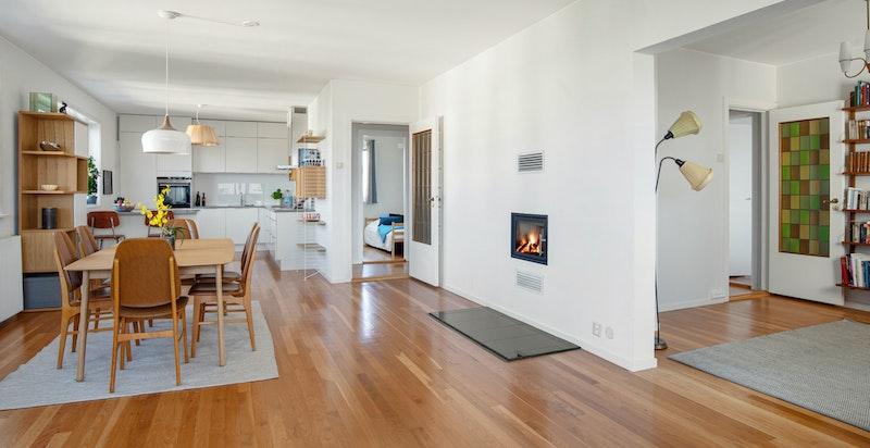 Innenfor stuen ligger det en stue nr. 2 som også kan benyttes som et 4. soverom, kontor, TV- stue etc