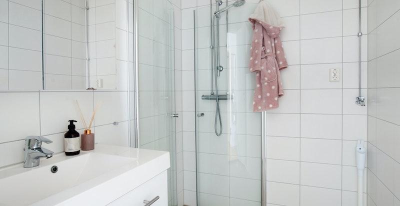 Dusjbad som er rehabilitert i 2019 i regi av sameiet