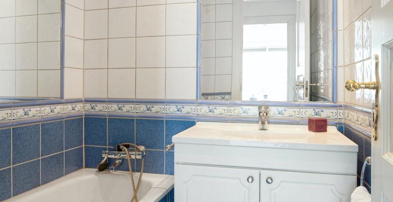 Bad nr. 2 med badekar