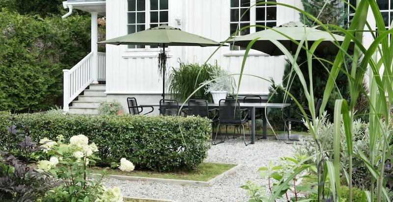 Klassisk og vakker bolig med sjarmerende hage