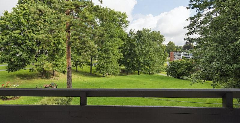 Hyggelig utsikt mot grønt fellesareal