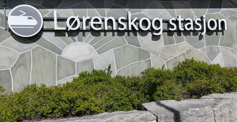 Kort vei til Lørenskog stasjon som tar deg til Oslo S. på ca 20 min