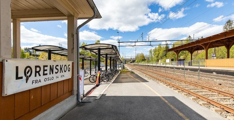 Lørenskog stasjon tar deg til Oslo S. på ca 20 min