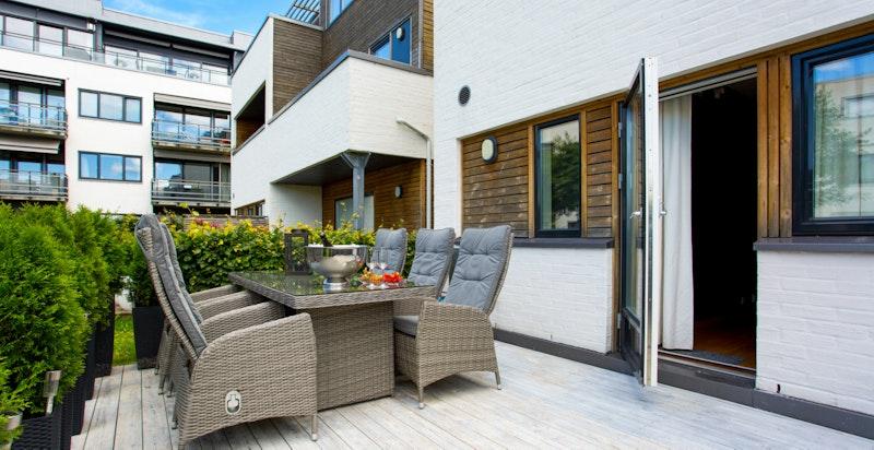 Meget tiltalende terrasse med adkomst fra soverom