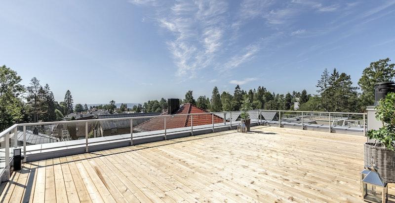 Fantastisk takterrasse med meget gode solforhold og flott utsikt