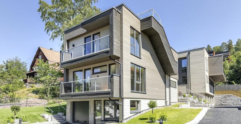 Meget lekker og moderne enebolig med store vindusflater og takterrasse