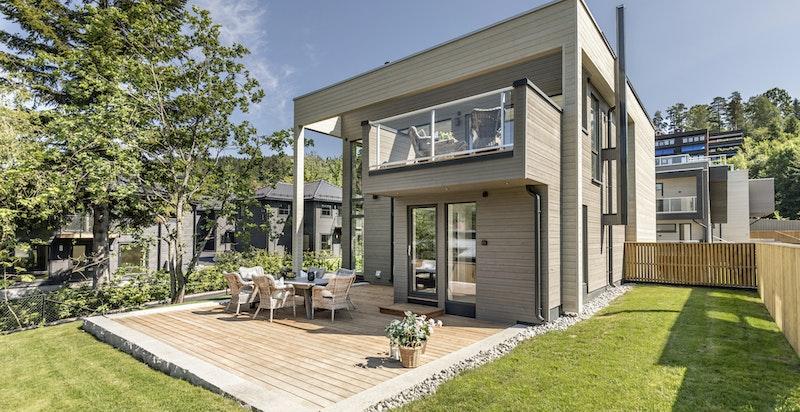 Flott bolig med store vindusflater