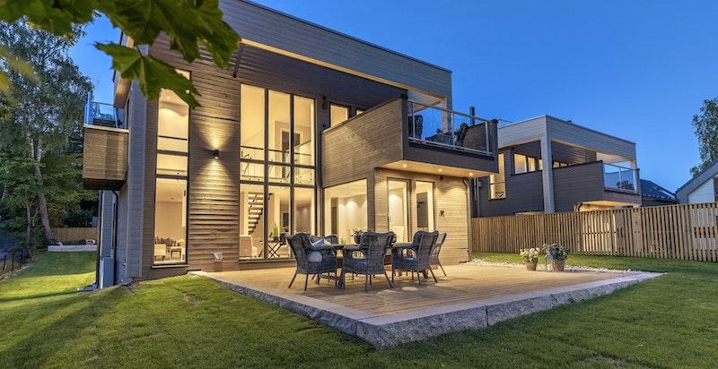 Praktfull bolig med store vindusflater og god takhøyde