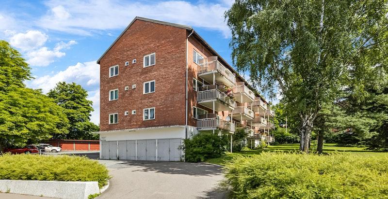 Innkjørsel fra Ensjøveien.