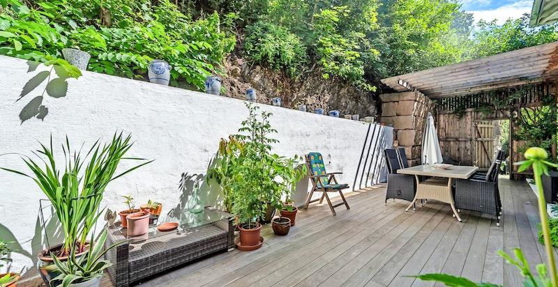 Dekke på patio er av brasiliansk tre