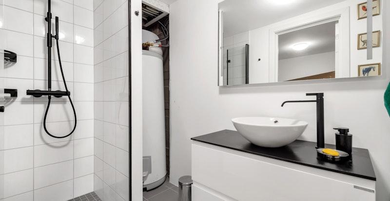Dusjbad/wc i underetasje/kjeller.Baderomkonstruksjon og innredning fra 2020