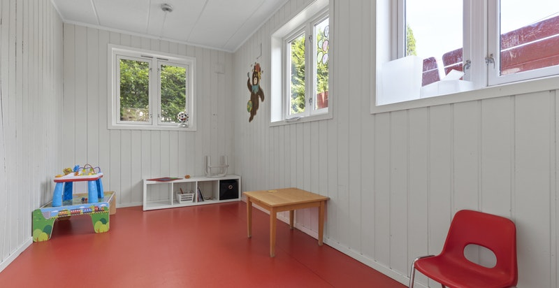-Oppgradert med malte flater og nye gulv-
