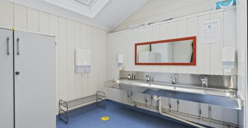 -Vaskerom med gode sanitærløsninger-
