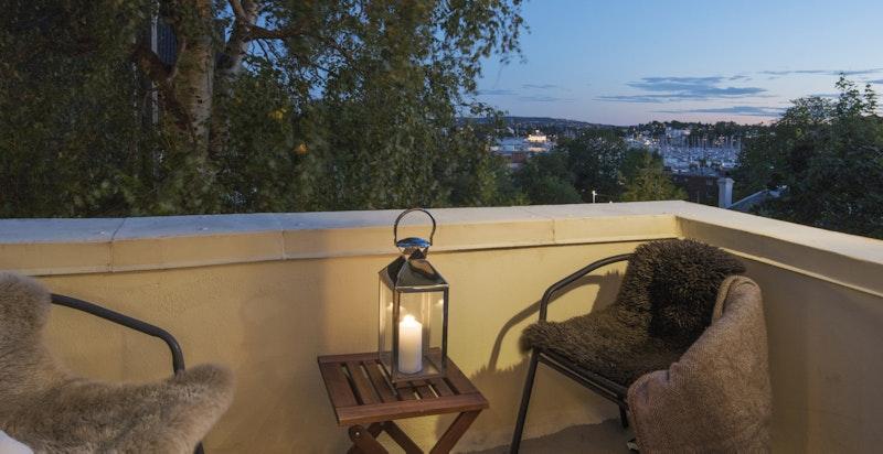 Kveldsfoto fra balkong mot syd