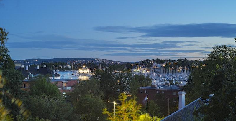 Utsikt fra balkong mot syd