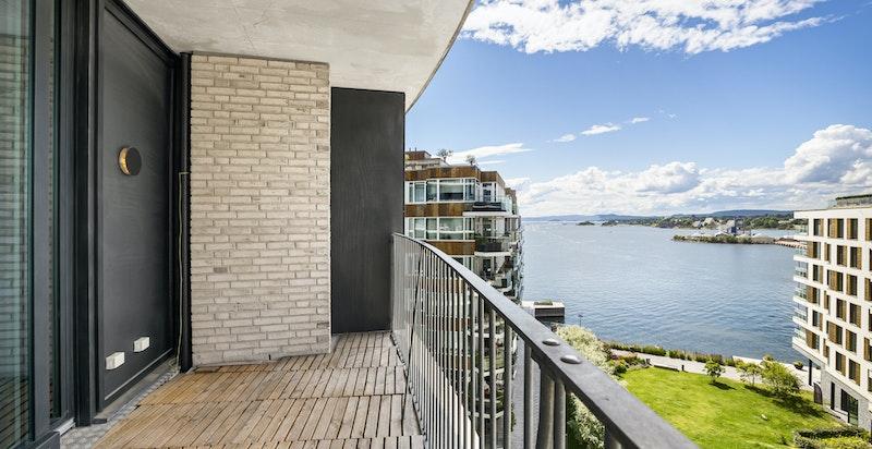 Solrik vestvendt balkong på 11 kvm.