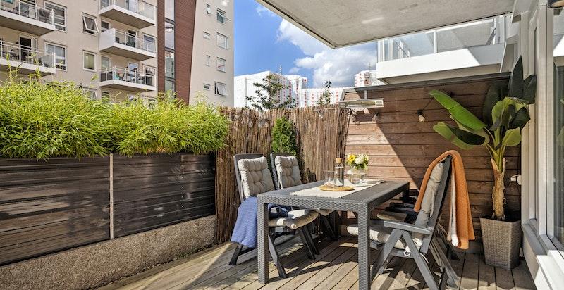 Terrassen er utstyrt med belysning, strømuttak og varmelamper