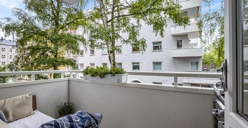 Hyggelig balkong ut fra stue på ca 4,7 kvm mot rolige Elsters gate