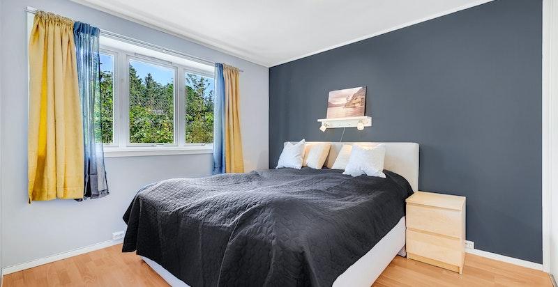 Begge soverommene har vinduer mot øst