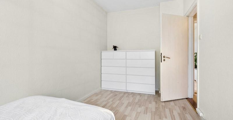 Rommet egner seg godt som barnerom, gjesterom, kontor, o.l.