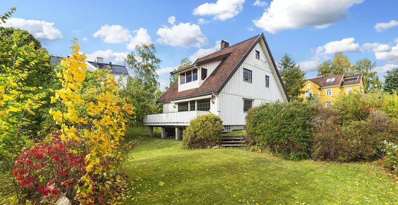 Velkommen til hyggelig eiendom med koselig, stor hage - Oppussingsobjekt