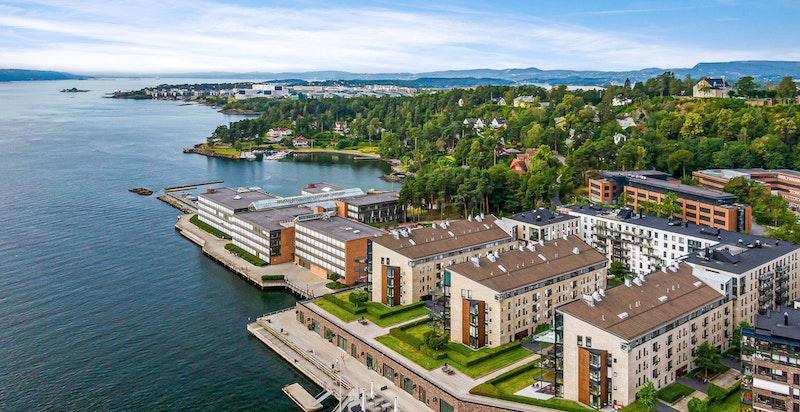 Vakkert nærområde med gode muligheter for båtliv, fiske og fine turer langs Lysakerelven, Bygdøy og Fornebulandet